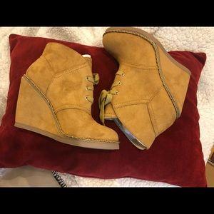 Zigi Soho Karline Ankle Wedge Bootie Camel 6.5 NEW